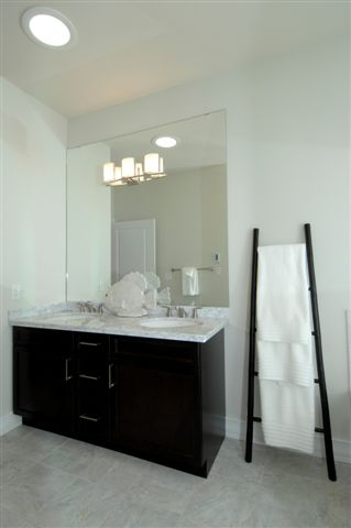 bathroom with sinks